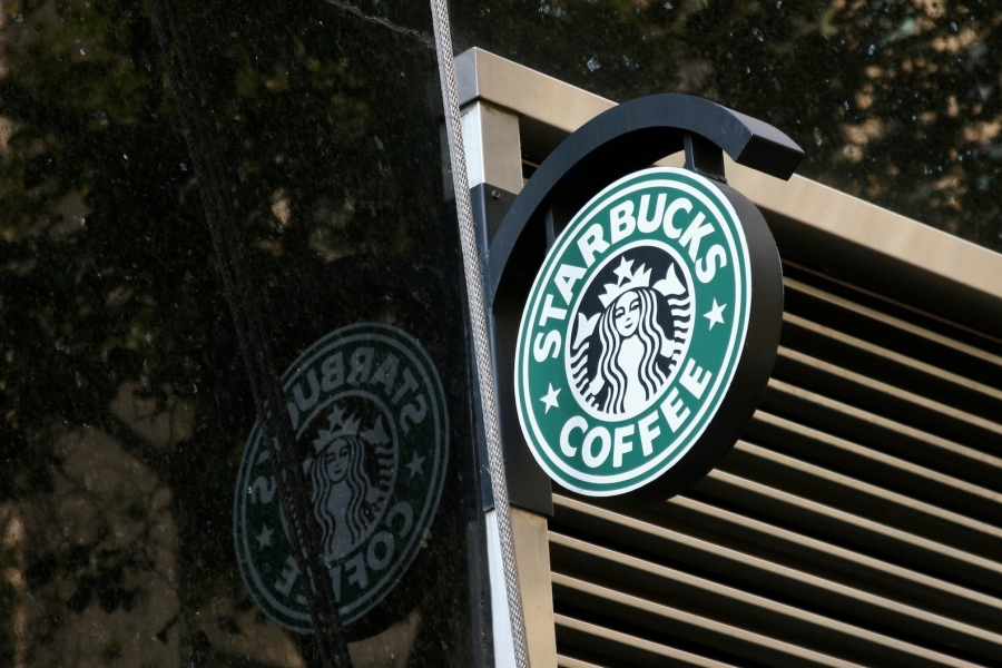 Starbucks_reflected_logo